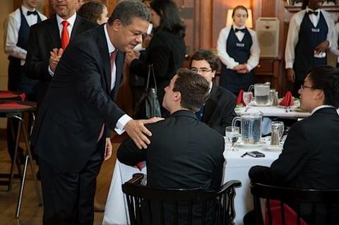 Leonel Fernández greets students at Chubb Fellowship student dinner