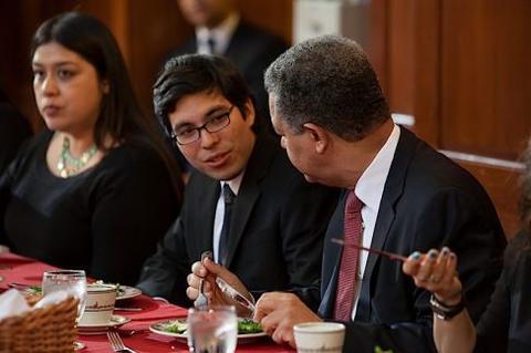 Leonel Fernández at Chubb Fellowship student dinner