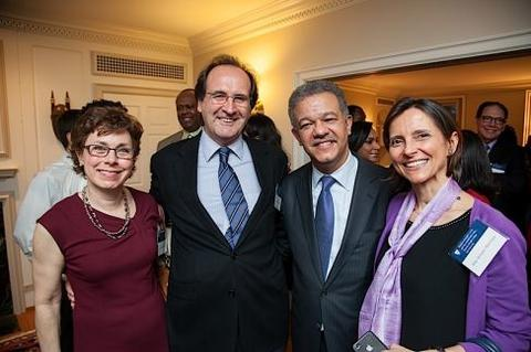 Leonel Fernández poses with guests at Chubb Fellowship reception