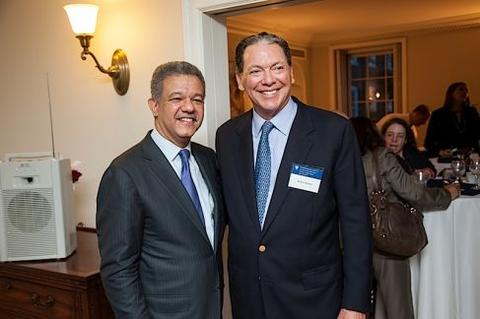 Leonel Fernández poses with a guest at Chubb Fellowship reception